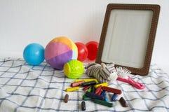 画框玩具儿童儿童球五颜六色的布料概念 免版税库存照片