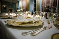 桌在豪华餐馆,节日晚会的集合 免版税图库摄影