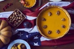桌大角度看法为感恩晚餐服务 免版税库存图片