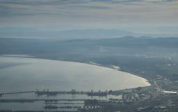 从桌山的开普敦视图 库存图片