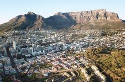 桌山,开普敦,南非清早鸟瞰图  免版税库存图片
