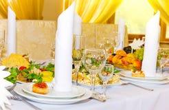桌服务午餐的在餐馆 免版税库存图片