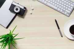 桌的顶视图与键盘的 免版税图库摄影