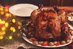 桌看法为圣诞节家庭晚餐服务 表概念 免版税库存照片