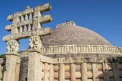 桑吉Stupa印度被雕刻的门户  免版税图库摄影