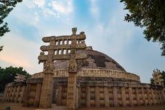桑吉Stupa,古老佛教大厦,宗教奥秘,雕刻了石头 旅行目的地在中央邦,印度 免版税图库摄影