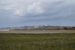 桑坦德市奥尔德敦的大厦的美丽的景色从海滩的在Pedrena 2013?8?24? Somo,坎塔布里亚 库存照片
