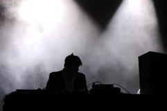 从LCD Soundsystem带的詹姆斯墨菲,执行作为DJ 免版税库存图片