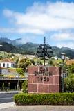 桑塔纳在马德拉岛是北海岸的一个美丽的村庄由它的小盖的三角房子知道 免版税库存图片