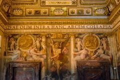 桑特'安吉洛城堡意大利墙壁  库存照片