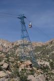 桑迪亚在塔-垂直的取向的电车汽车 库存图片