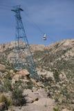 桑迪亚在塔-垂直的取向的电车汽车 免版税库存照片