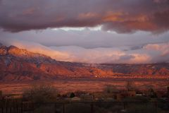 桑迪亚山的日落 免版税图库摄影