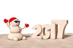 桑迪在晴朗的海滩的圣诞节雪人与2017年奈伊年标志 免版税库存照片