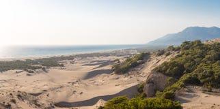 桑迪barkhans和海视图 Patara海滩 免版税库存照片