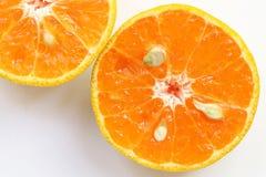 桔子切,切片新鲜的桔子反对在白色backgrou 免版税图库摄影