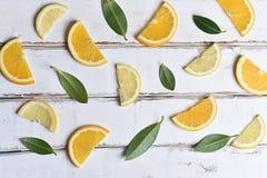 桔子和柠檬切片的样式 库存照片