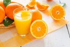 桔子和橙汁 免版税库存图片