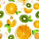 桔子和猕猴桃切片的果子无缝的样式 免版税图库摄影