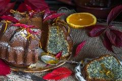 桔子和罂粟种子蛋糕 库存图片