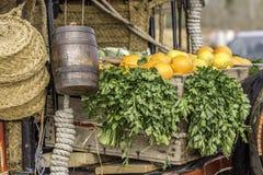 桔子和荷兰芹在无盖货车 图库摄影
