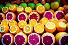 桔子和grapefruis在市场上 免版税图库摄影