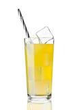 桔子汽水与冰块的饮料寒冷玻璃  免版税库存图片