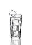 桔子汽水与冰块的饮料寒冷玻璃  库存照片