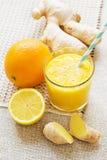 桔子,柠檬,姜能量圆滑的人 免版税图库摄影