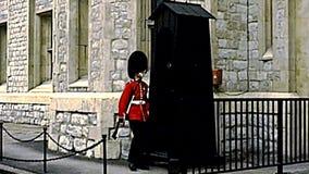 档案伦敦塔红色卫兵前进 股票录像