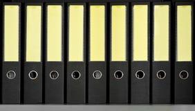 黑档案文件夹行  免版税库存照片