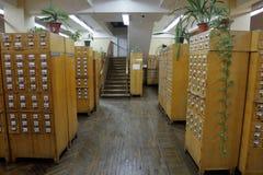 档案橱柜在图书馆里 免版税库存图片