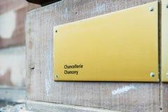 档案馆在大厦墙壁上的chancellerie标志我 免版税库存照片