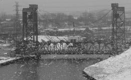 桥梁上升和下降在凯霍加河-克利夫兰-俄亥俄 免版税库存照片