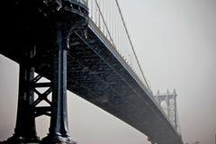桥梁上色深曼哈顿 免版税库存照片