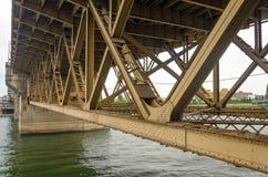 桥梁下面 免版税库存图片