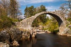 桥梁中世纪在河石头 免版税图库摄影