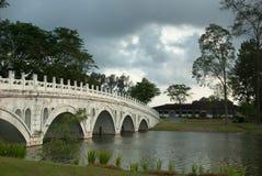 桥梁中国人庭院 免版税图库摄影
