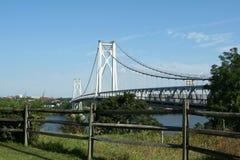 桥梁中间的哈德森 免版税图库摄影