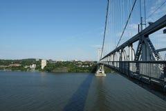桥梁中间的哈德森 免版税库存照片