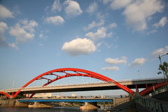 桥梁云彩 库存图片