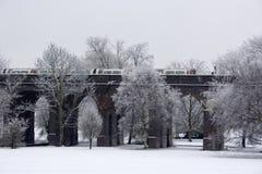 桥梁伦敦地下培训管 库存照片