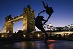 桥梁伦敦日落塔 免版税图库摄影