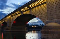 桥梁伦敦日落 库存图片