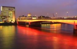 桥梁伦敦晚上 免版税图库摄影