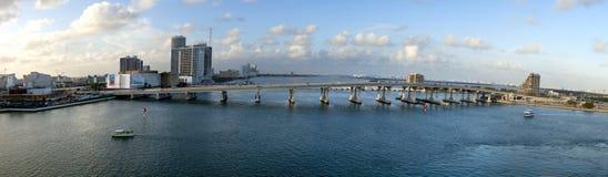 桥梁全景堤道的macarthur 库存照片