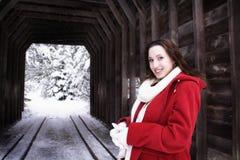 桥梁冬天妇女 免版税库存图片