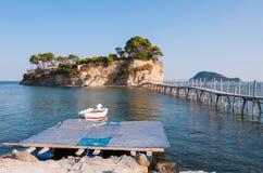 桥梁到扎金索斯州的有浮雕的贝壳海岛 库存图片