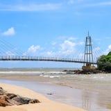 桥梁到有佛教寺庙的,马塔勒,斯里兰卡海岛 免版税库存照片