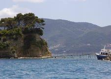 桥梁到有浮雕的贝壳海岛, Laganas海湾, Zakinthos,希腊 免版税库存照片